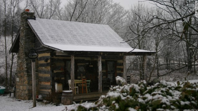 For a taste of early American life, rent the Mullins Log Cabin in Kentucky.