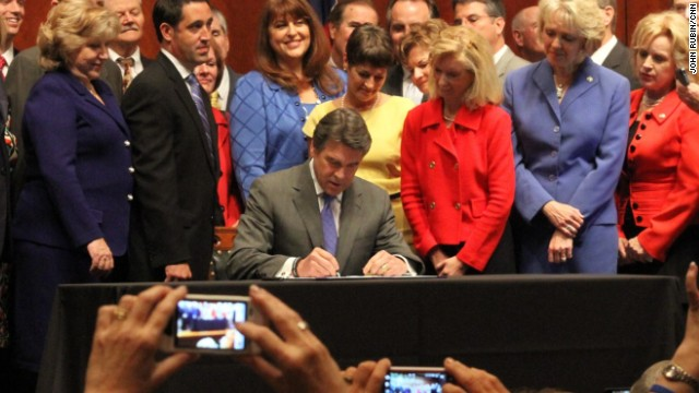 Perry signs abortion bill into law