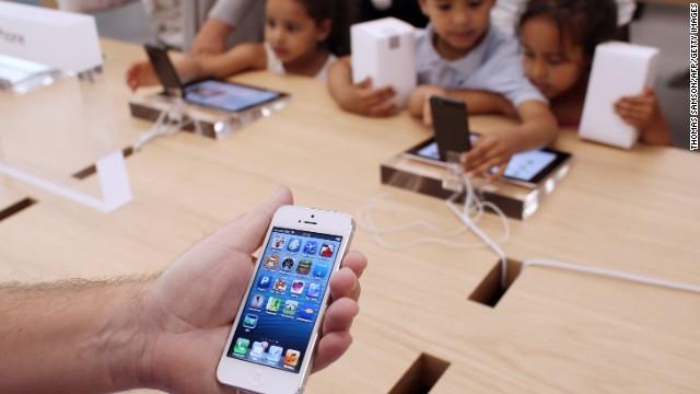 Apple planea lanzar un iPhone dorado y otro de bajo costo, según reportes