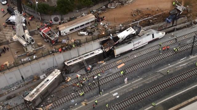"""""""El tren se quebró por la mitad"""", dice testigo del accidente en España"""
