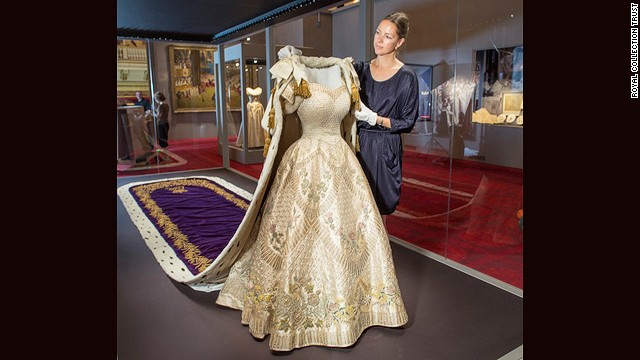 Caroline de Guitaut with the centerpieces of the exhibition.