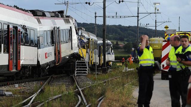 Al menos 44 heridos en un choque de trenes en Suiza