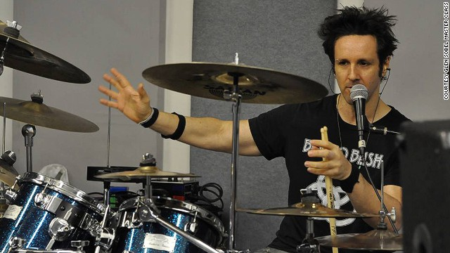 New York's Collective School of Music offers programs focusing on contemporary rhythm music performance. Recent guest teachers include Chad Smith (Red Hot Chili Peppers), Steve Smith (Journey) and Will Calhoun (Living Colour).