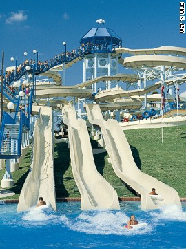 Wet 'n Wild has more multi-person rides than any other water park. Its wave pool measures 17,000 square feet (1,579 square meters). The Wake Zone offers wake boarding and paddle boarding.