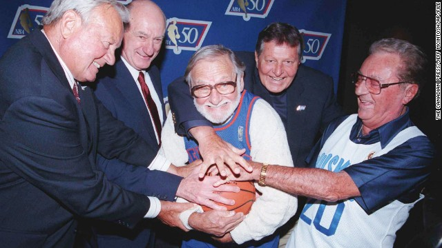 "Ossie Schectman, the former New York Knicks guard who scored the league's first basket, died Tuesday, July 30. He was 94. NBA Commissioner David Stern called Schectman a pioneer, ""Playing for the New York Knickerbockers in the 1946-47 season, Ossie scored the league's first basket, which placed him permanently in the annals of NBA history. On behalf of the entire NBA family, our condolences go out to Ossie's family."""