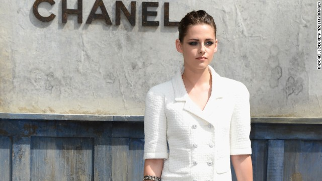 Kristen Stewart flips out on paparazzi