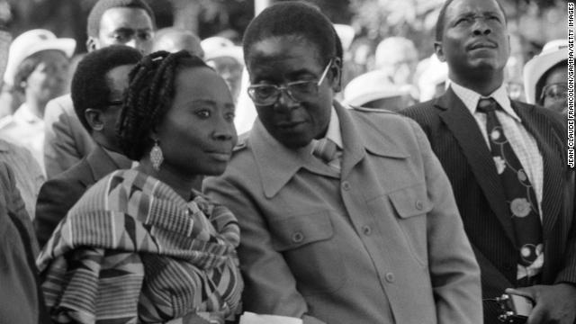 Mugabe speaks with his wife in Salisbury in 1980.