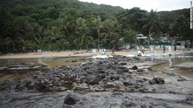 Photos: Oil spill blackens Thai beach
