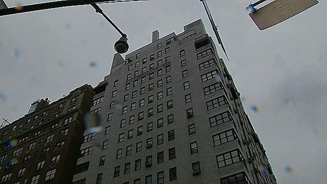 Una mujer cae del balcón de un piso 17 en Nueva York en su primera cita