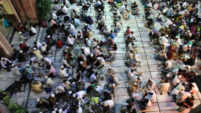People break the daylong fast at a mosque in Kolkata, India, on Sunday, August 4, 2013.