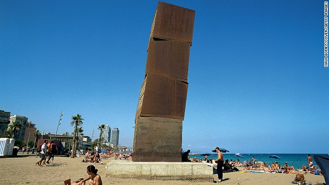 You need to arrive early if you want a decent spot on Barca's biggest and most popular beach on a sunny day. Its USP? Eye-grabbing structures from architects Frank Gehry and Rebecca Horn.