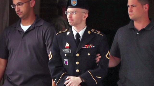 Bradley Manning comparece en corte marcial en busca de reducir su condena