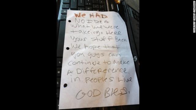 Ladrones devuelven computadoras robadas y dejan una nota de disculpa