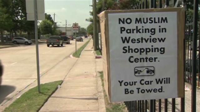 Anuncios que prohíben estacionar a los musulmanes causan indignación en EE.UU.