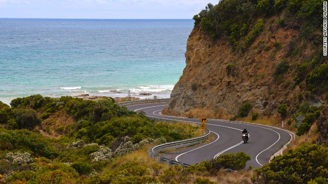 This one-day ride from Melbourne to Petersbrough winds through shoreline rainforest, skirts sensational surfing beaches and unfurls along the rugged Shipwreck Coast.