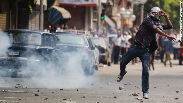 Partidarios de Morsi desafían la autoridad del gobierno interino en Egipto