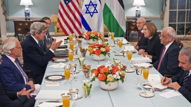 Negociadores israelíes y palestinos reanudan diálogo de paz en Jerusalén