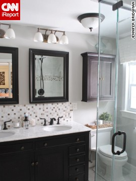<a href='http://ireport.cnn.com/docs/DOC-1019506'>Jennifer Bridgman's </a>small master bath with big impact.