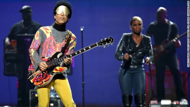 Prince gets funky on Twitter