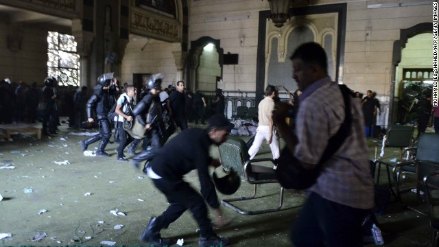 Riot police enter the community services hall of the Al-Fateh mosque, where Morsy supporters had holed up on August 17.
