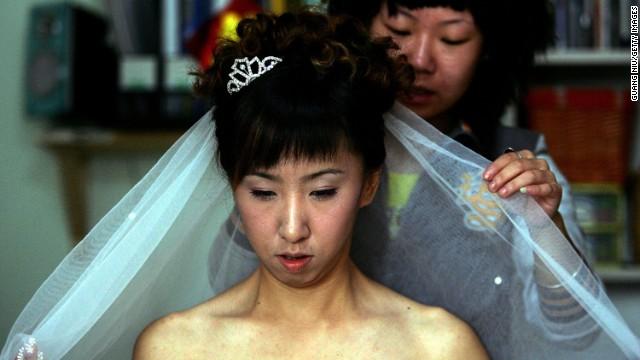 Una mujer soltera de 27 años en China es considerada un «sobrante»