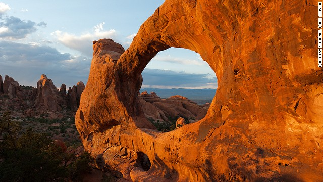 The park's arches consist of sandstone that contains iron oxide that give them that red coloring.