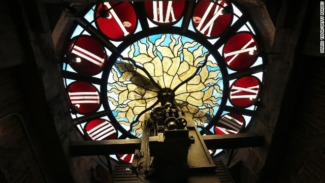 This antique is the Tiffany clock at Grand Central Terminal in New York. Each day, 700,000 people pass through the terminal, which opened in 1913.<!-- --> </br>
