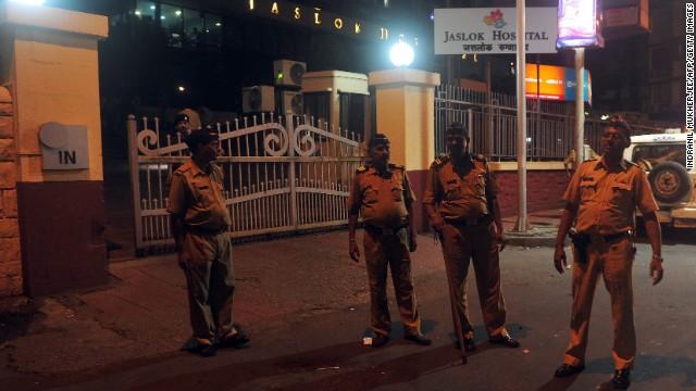 Cinco hombres violan a una fotógrafa de 23 años en Mumbai, India