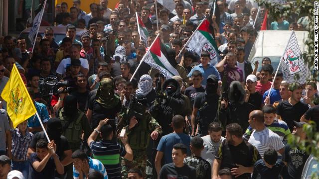 Soldados israelíes abren fuego contra palestinos en un campamento