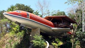 In a landfill, an airplane\'s just trash. But as a hotel in the lush Costa Rican rainforest, it\'s a place where people will pay to stay.