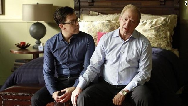 modern family gay couple never kissed