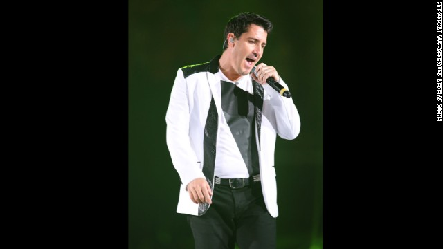 "Fans are usually ticked when a performer pulls out of a gig, but when Jonathan Knight did it in April 2013, concertgoers were just concerned. The New Kids on the Block member, seen in July, was performing in New York with his reunited bandmates when some of the audience began to notice that Jon was ""visibly out of sync"" with the rest of the group. When the other members tried to encourage him to sing, he lost his nerve and <a href='http://www.cnn.com/2013/04/05/showbiz/music/jonathan-knight-walks-off-concert'>walked off stage</a>. Later, Jon tweeted a simple apology to his fans: ""I'm sorry......"""