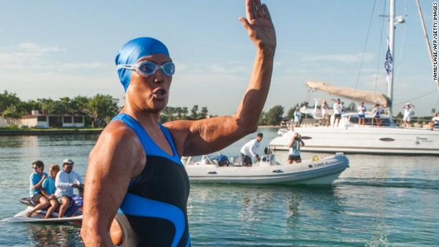 Diana Nyad progresa en su intento de nadar de Cuba a Florida