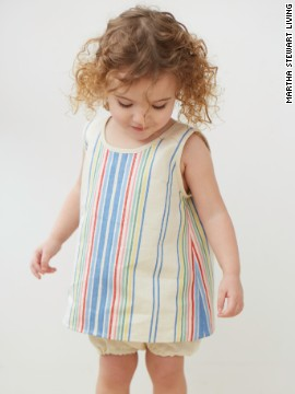 A smock or tunic has a slight A-line shape. !ts neck- and armholes are bound with<!-- --> </br>bias tape.