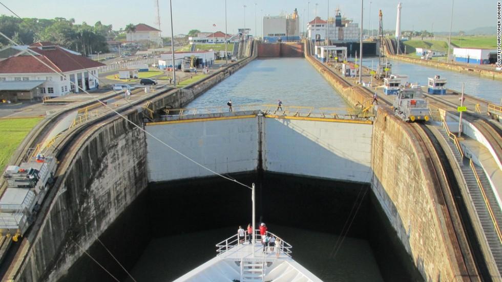 Amazara, crucero por el canal de Panamá