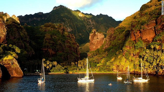 Nuku Hiva is suited for those who like hiking through jungle or horseback riding across unspoiled land. It has volcanic cliffs and thousand-foot waterfalls, with water that evaporates before it touches the ground.