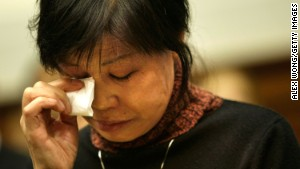 Gao Qin Sheng, Shi Tao\'s mother, cries during the U.S. hearing in Washington on November 6, 2007.