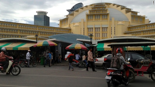 Phnom Penh's Central Market (Phsar Thmei) is a prime example of the city's art deco influences. Built in 1935, its four wings are filled with shops selling jewelry, clothing, household goods and brand-name knockoffs.