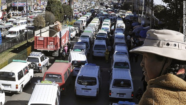 Traffic in La Paz often comes to a standstill meaning journeys only a few kilometers long can take up to an hour or more.