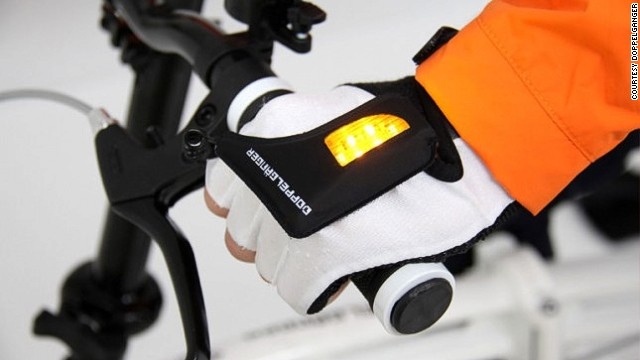 Japanese bicycle company <a href='http://www.doppelganger.jp/en/' target='_blank'>Doppelganger </a>has introduced these light-up gloves to improve visibility when indicating.