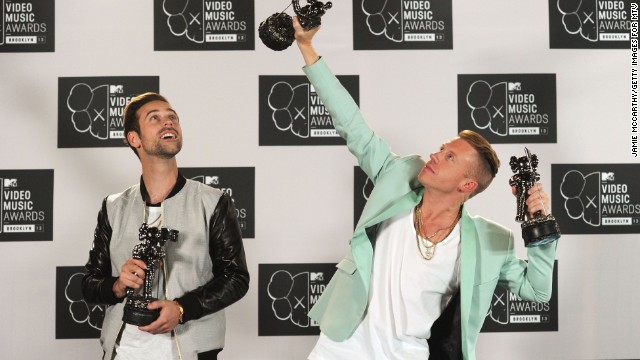 Macklemore & Ryan Lewis lead AMA nods, and more news to note