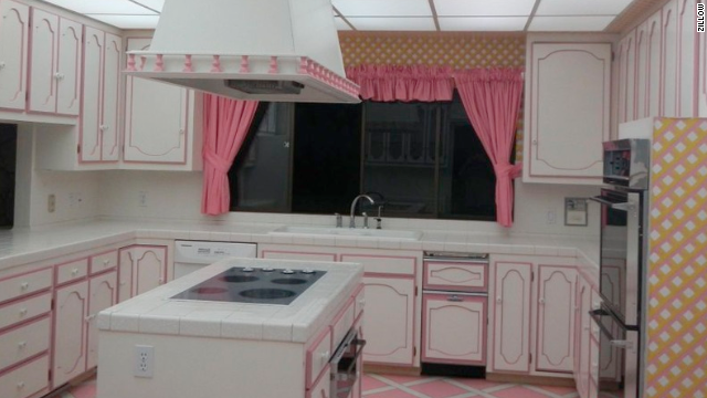 Just think of all the canned foods you can heat up in this luxury kitchen!