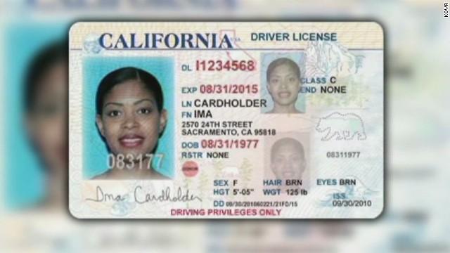 Den a los inmigrantes indocumentados licencias de conducir