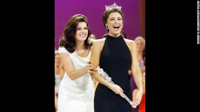 Miss Virginia, Nicole Johnson, right, is crowned Miss America 1999.
