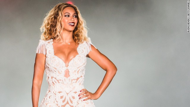 Beyonce nearly pulled off stage by fan