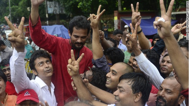 Bangladeshi activists shout slogans in Dhaka on September 17, 2013, during the sentencing.