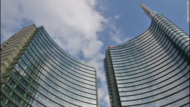 UniCredit Tower is the headquarters of UniCredit Bank. At 218 meters, it's Italy's tallest building and can be seen from six miles away. The building's facade uses LED lights to change color. <!-- --> </br><strong>Architects</strong>: Pelli Clarke Pelli Architects; Adamson Associates Architects, Tekne S.p.A.