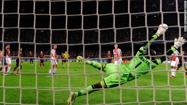 Barcelona beat Ajax 4-0 thanks in part to Lionel Messi's stunning free kick but Chelsea and Borussia Dortmund lost.