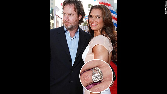 With this Neil Lane antique platinum and gold engagement ring, no wonder Brooke Shields has been happily married to Chris Henchy for over a decade.<!-- --> </br>
