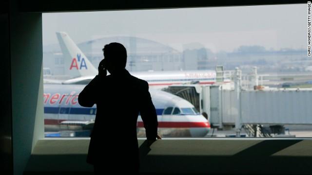 ¿Tu celular puede causar que un avión se caiga?